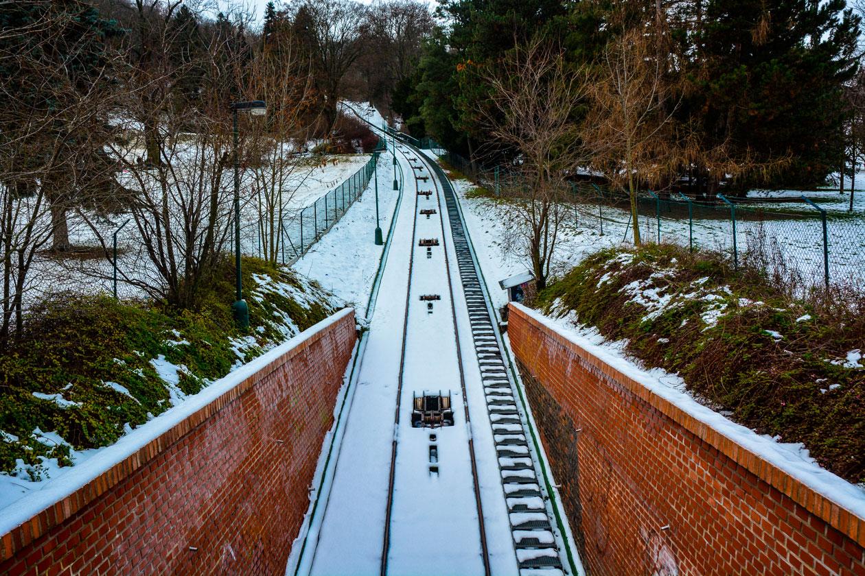 Funicular de Petrin con nieve