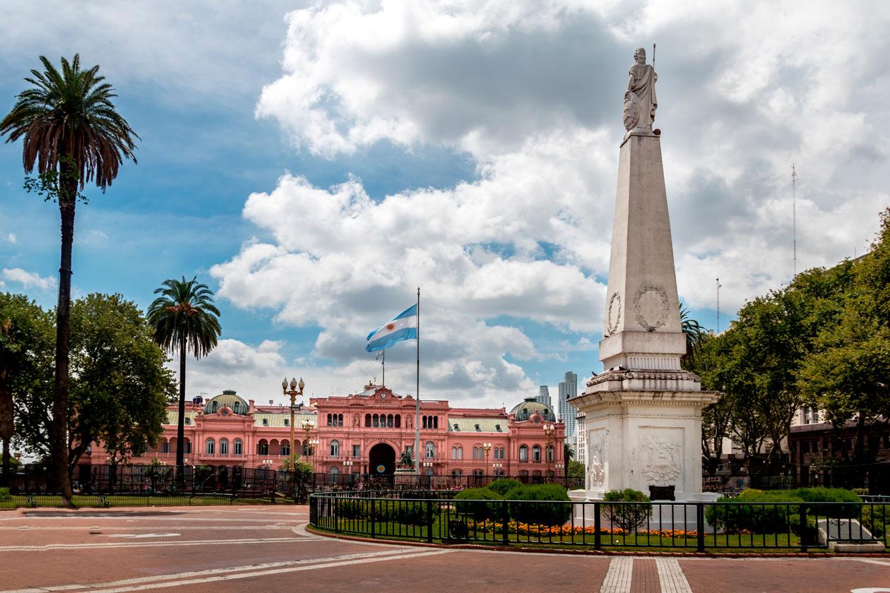 Como es la Plaza de Mayo de Buenos Aires