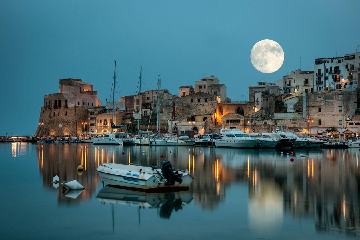 Vista nocturna de Sicilia