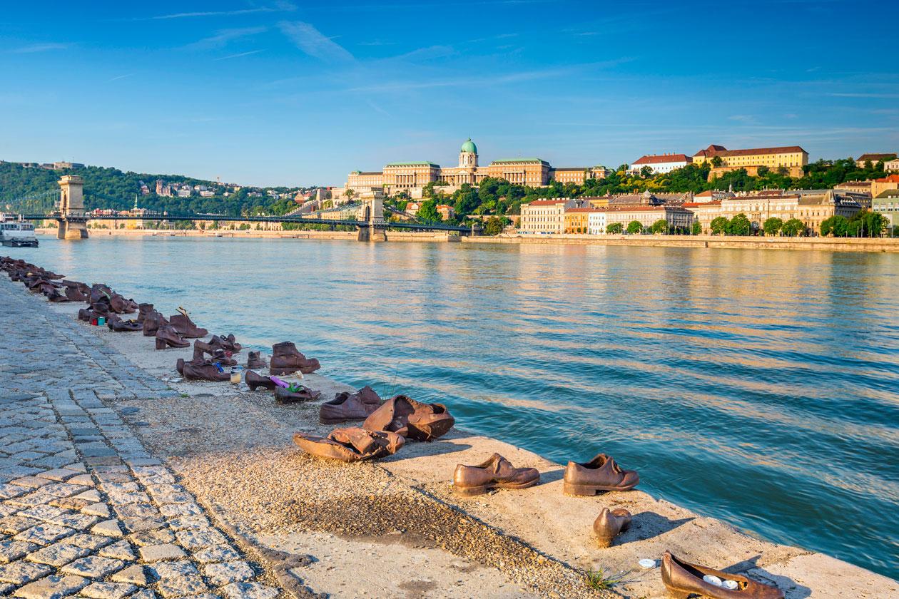 Como son los zapatos del danubio de Budapest