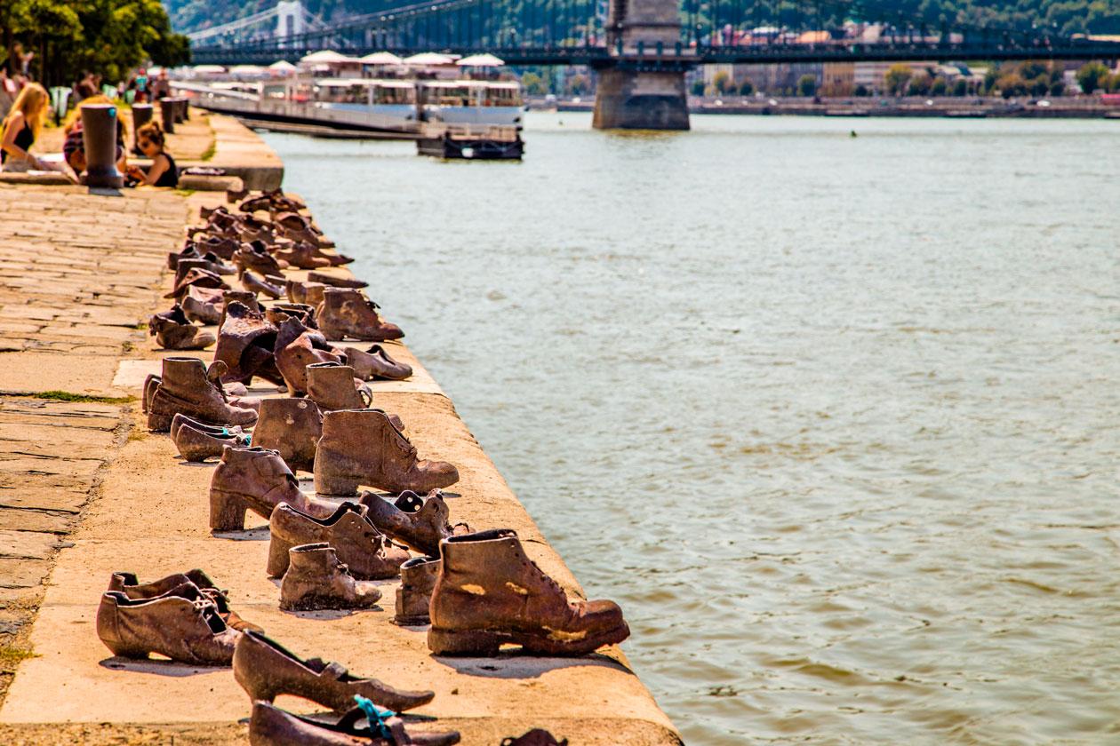 Visitar monumento los Zapatos del Danubio