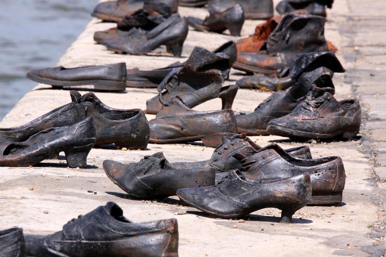 Donde estan los Zapatos del Danubio