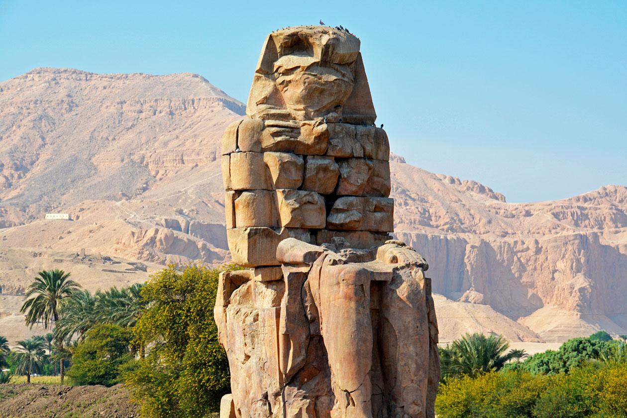Conocer los Colosos de Memnon en Luxor