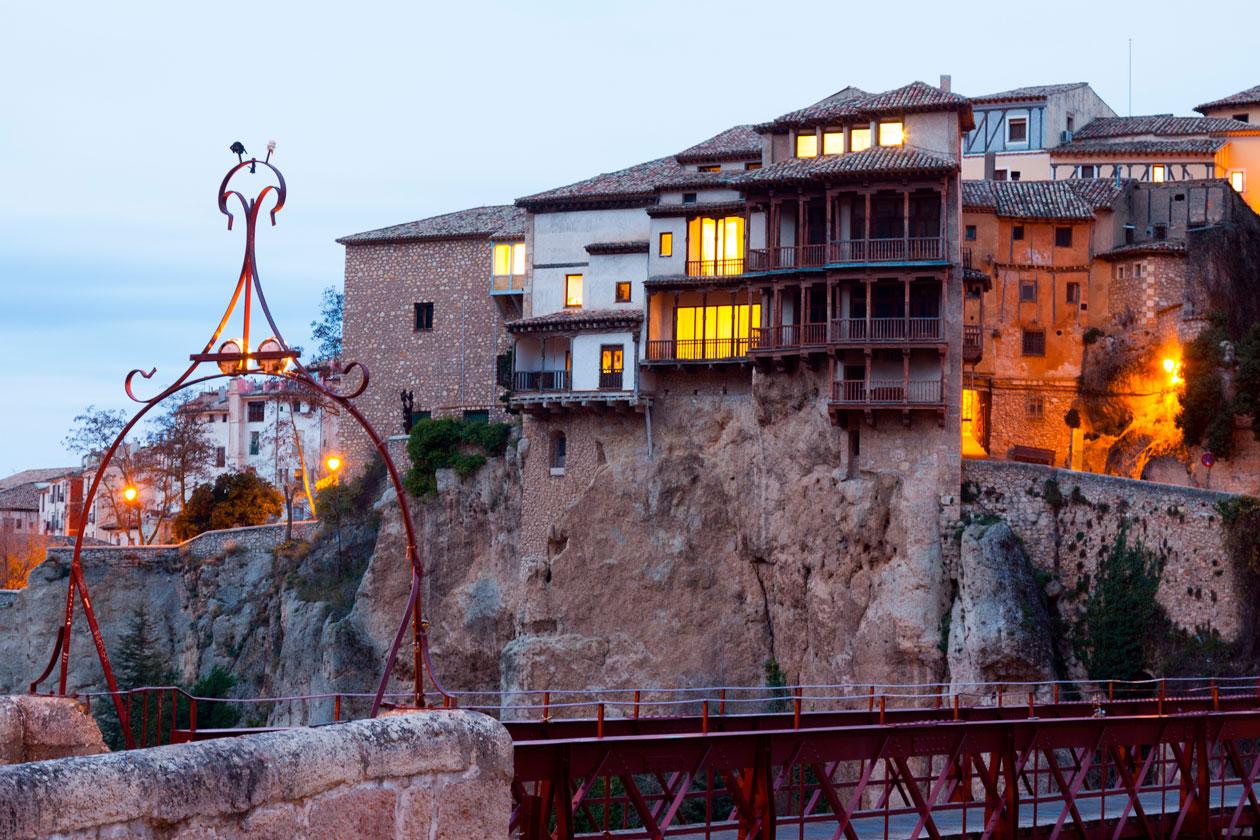 Cruzar el puente de San Pablo en Cuenca