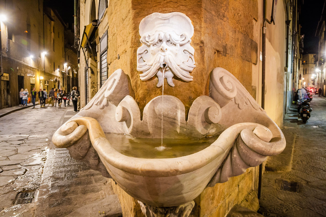 Calles de noche en Florencia