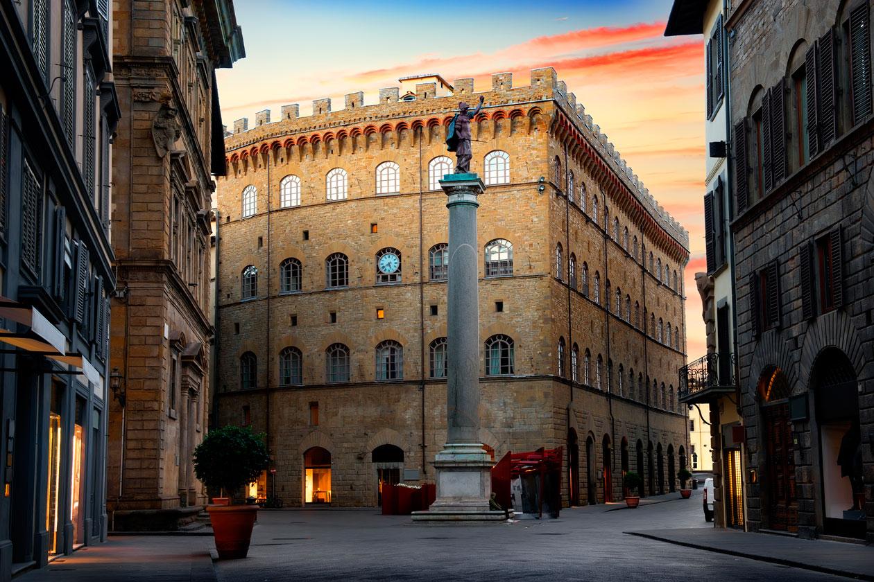 Plaza Santa Trinitá de Florencia