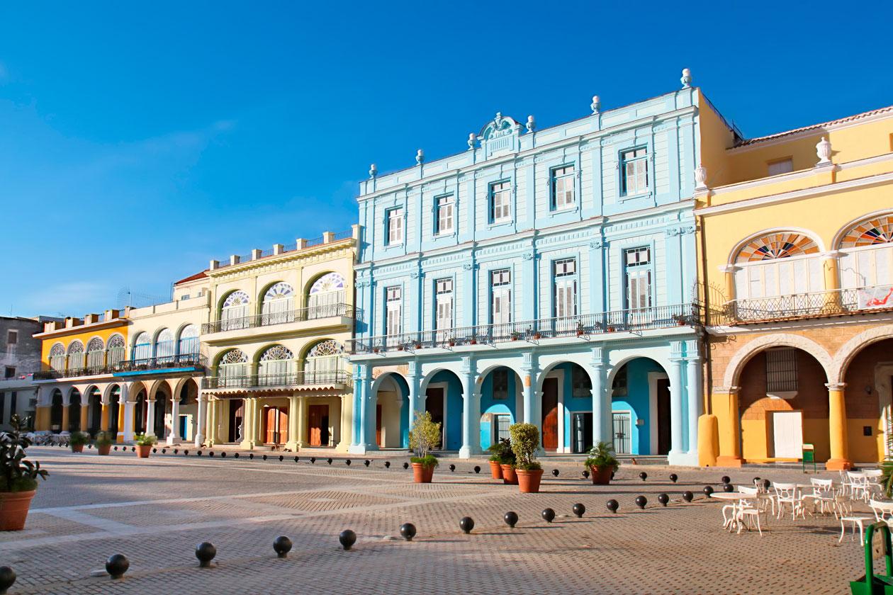 Como es la Plaza Vieja de la Habana