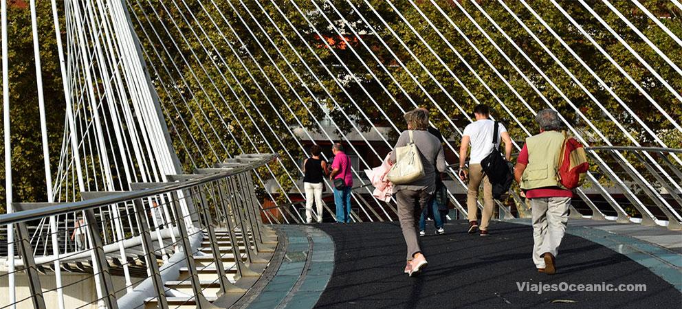 Bilbao, ese paraiso del pintxo pote Zubizuri-Plataforma-Peatonal-1