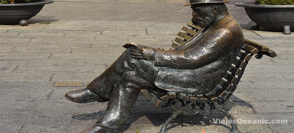 Escultura de Antonio Gaudi en Leon
