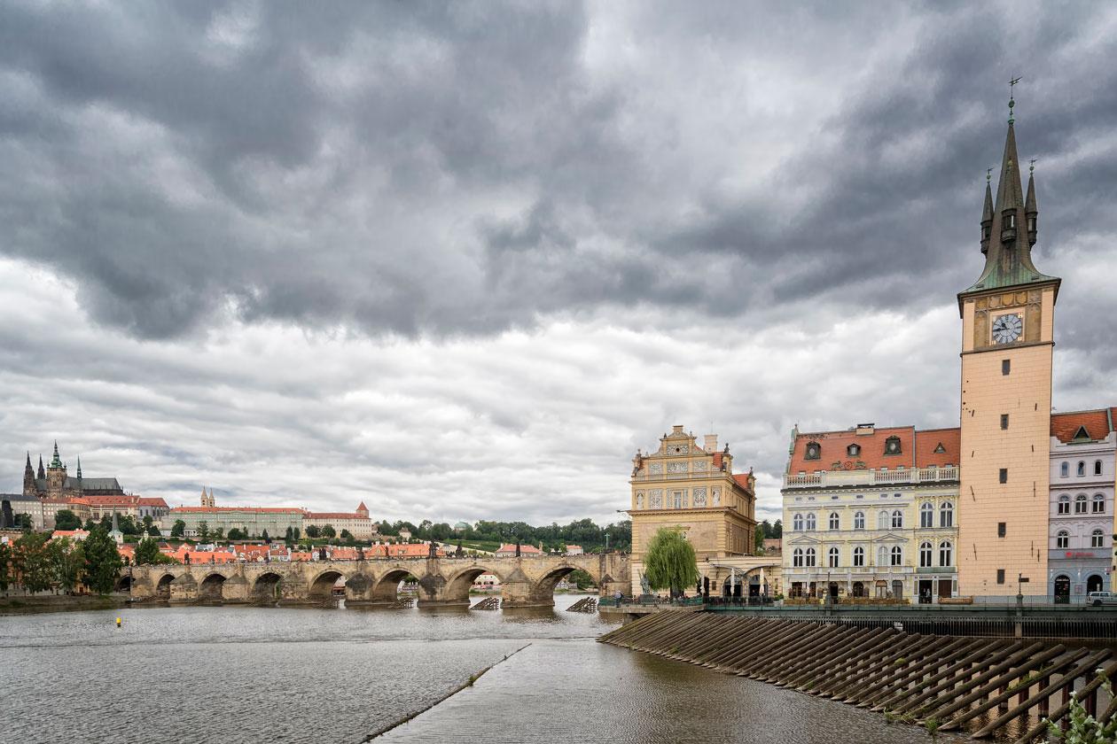 Panoramica Nocturna Museo Bedrich Smetana en Praga