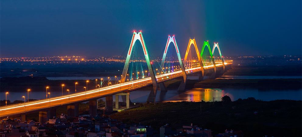 Puente Nhat Tan en Hanoi