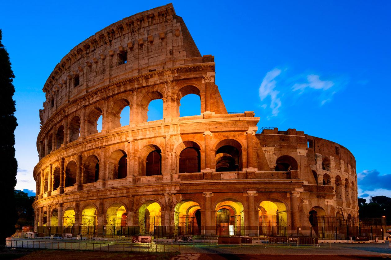 Coliseo de Roma iluminado