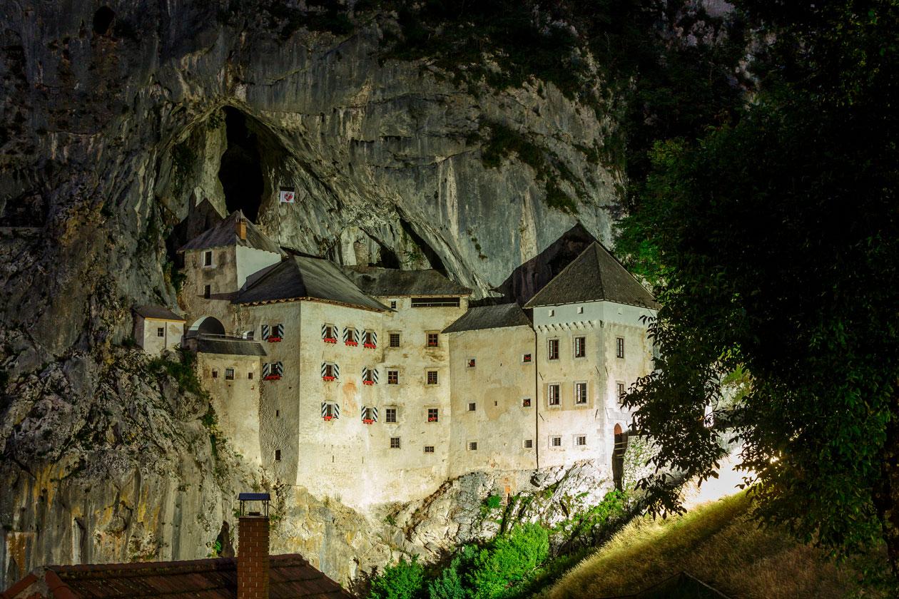 Como es el castillo de Predjama