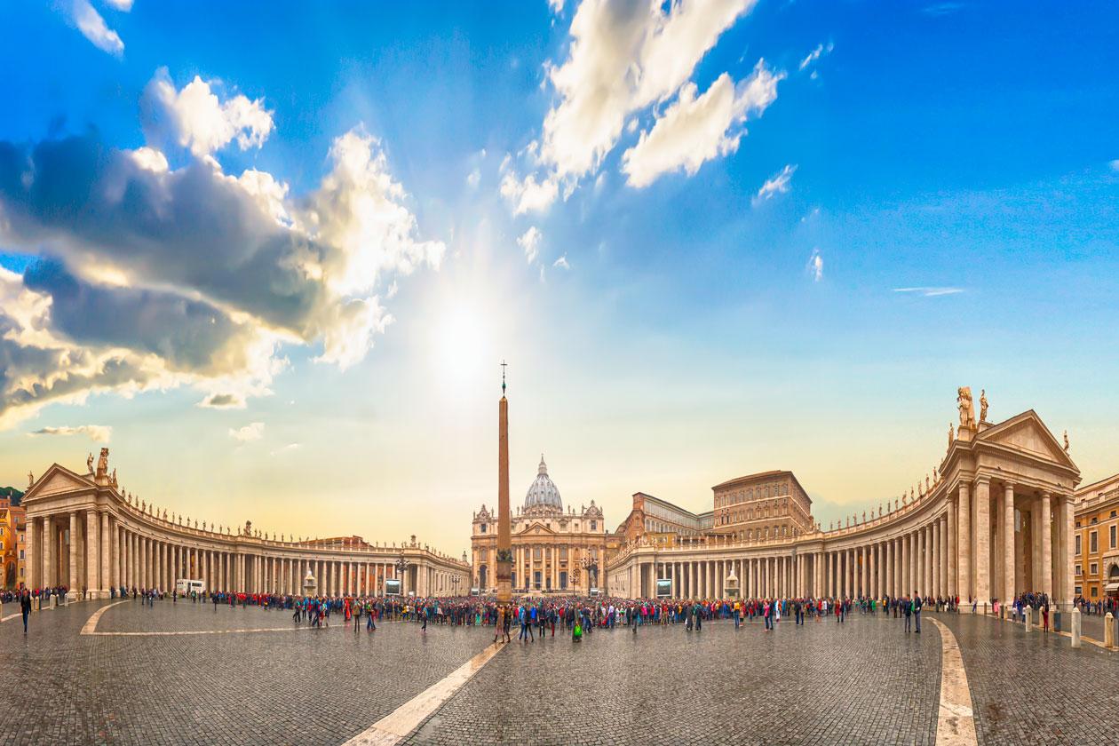 Como es la Plaza de San Pedro en el Vaticano