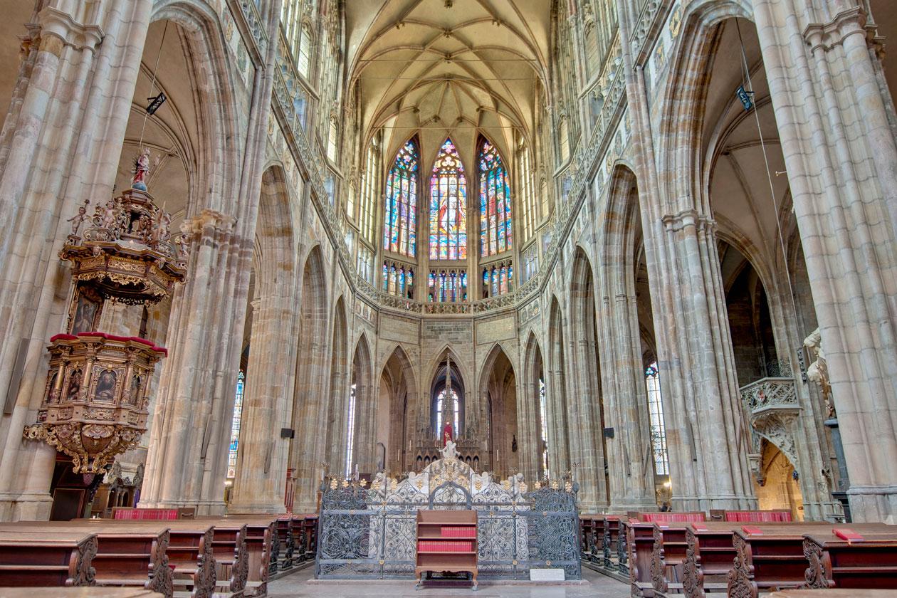 Como es la Catedral de San Vito en Praga