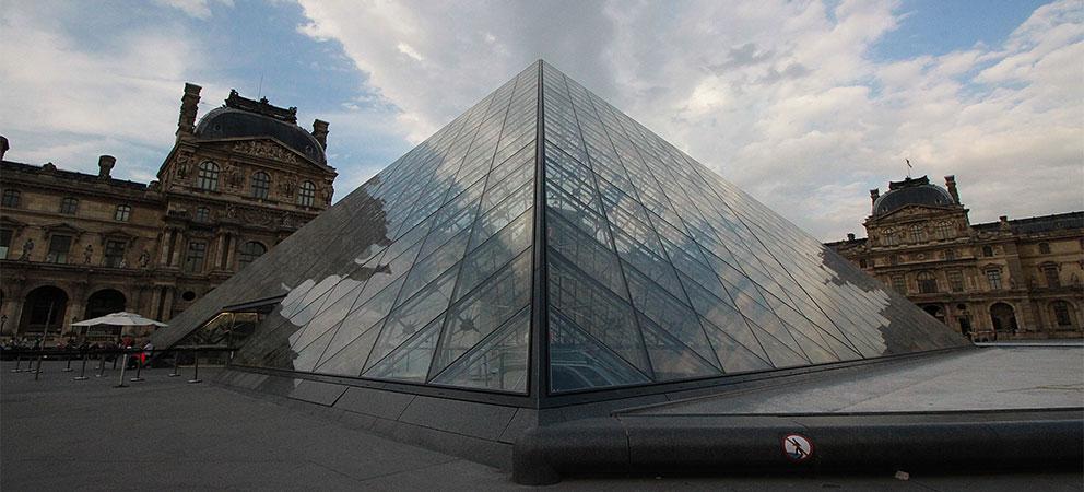 Como es el Louvre de Paris