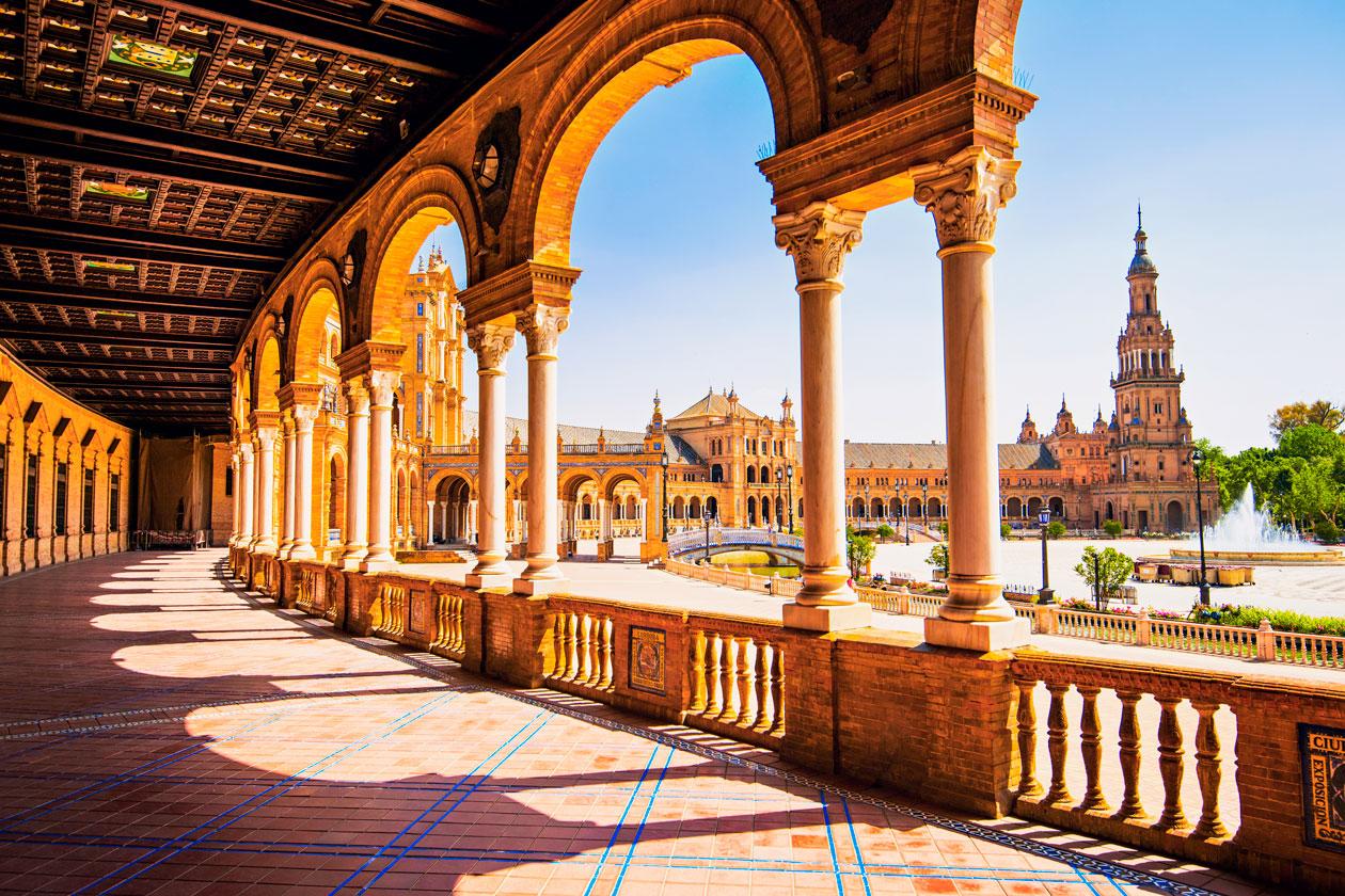 Pasear por la Plaza España de Sevilla